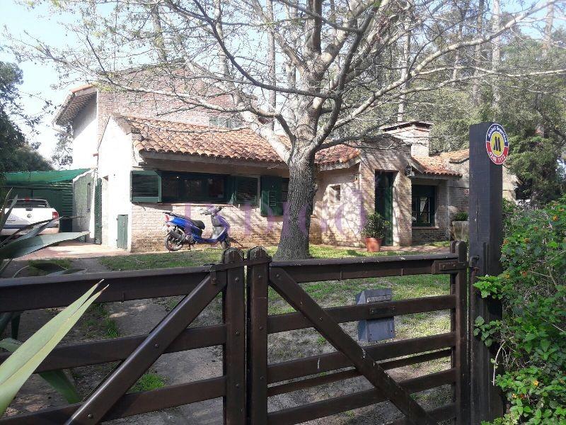 Casa Ref.200 - Casa en alquiler en el barrio  San Rafael, 3 dormitorios.