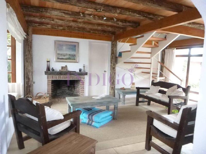 Casa Ref.386 -  Venta y alquiler en Altos de Punta Piedras, 3 dormitorios .