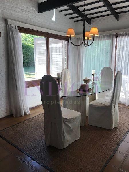 Casa Ref.387 - Casa en venta en Aidy Grill   3 dormitorios mas dependencia de servicio.