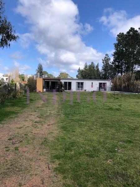 Terreno Ref.452 -  Oportunidad de terreno en venta  en  Barrio privado con mejora.