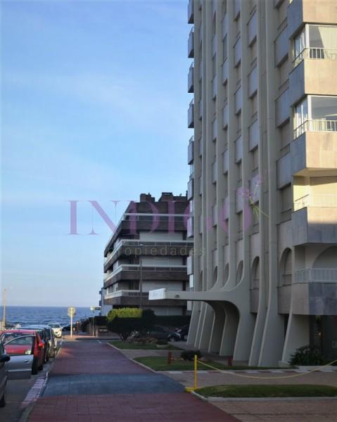 Apartamento Ref.169 - Departamento en venta y alquiler  en Peninsula, 1 dormitorio y medio.