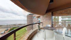 Apartamento en muy buena ubicacion cerca de la rambla de la mansa, de 3 dor, 3 baños con muy linda vista. Consulte!!!!