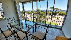 Apto de 2 Dormitorios, 2 Baños, Living comedor,  Cocina, Lavadero, Cochera y  amplia terraza con vista al mar