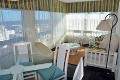 Apartamento en Peninsula muy bien ubicado, de 2 dormitorios 2 baños con garaje. Muy Luninoso.