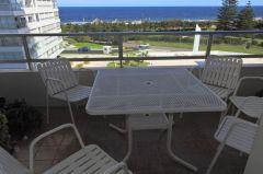 Apartamento de 2 dor y medio , 2 baños linda vis, a.en muy buen complejo de Punta del Este en parada 18 mansa. Consulte !!!!!!