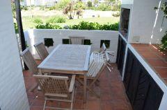 Apartamento en muy buena ubicacion, de 3 dor, 2 baños, Churrasquera y garaje en planta baja a pocos metros de la playa Brava. Consulte!!!!