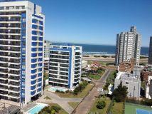Excelente departamento de 1 dormitorio y medio con balcon, en  Av Chiverta muy cerca playa brava y de la mansa. Consulte!!!!