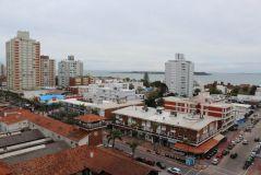Apartamento en Peninsula de 1 Dormitorio, 1 Medio dormitorio, 1 Baño, Living comedor y Cocina. No cuenta con Garaje.