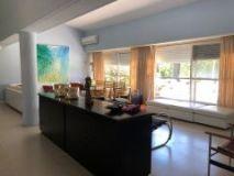 Casa en muy buena ubicacion muy cerca de la playa mansa, de 5 dor, 3 baños. Consulte!!!!!!!!!!