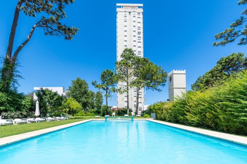 Apartamento ID.79 - Apartamento 2 dormitorios con estufa y parrillero  propio venta frente al Shopping,  en edificio con servicios