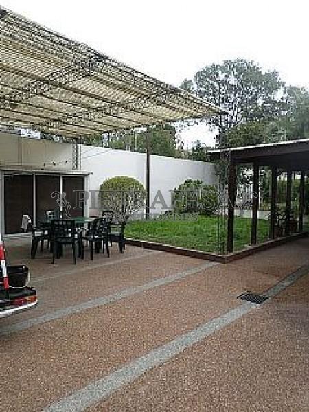 Casa ID.220 - Sobre Damaso Antonio Larrañaga