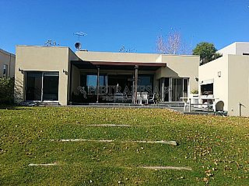 Casa ID.1 - LOMAS DE LA TAHONA ESQ. CAMINO DE LOS HORNEROS