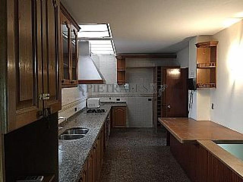 Casa ID.149 - RAMBLA TOMAS BERRETA ESQ. NARIÑO