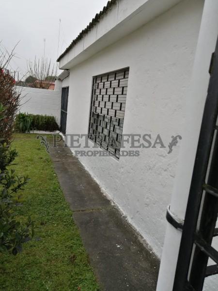 Casa ID.796 - ELBIO DODERA ESQ. RAMÓN LANDIVAR