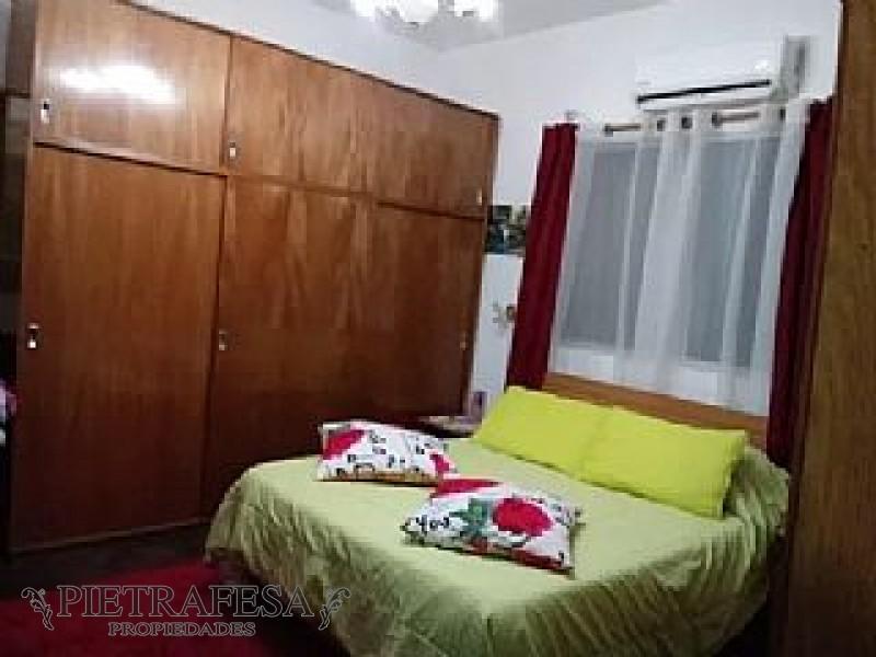 Casa ID.126 - CASA VENTA 1 DORMITORIO LA TEJA CON COCHERA Y PATIO