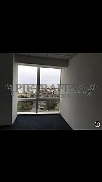 Local Comercial ID.599 - WORLD TRADE CENTER - L. A. DE HERRERA Y 26 DE MARZ