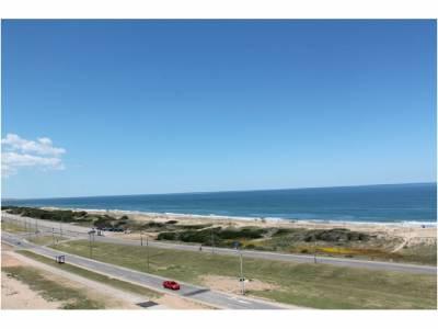3 dormitorios en suite más dependencia de servicio en Primera linea en Playa Brava