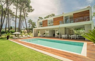 Espectacular casa ubicada en el barrio privado