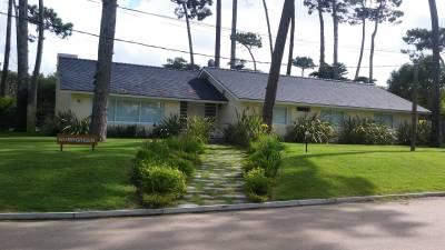 Excelente casa en playa mansa a 400 mts del mar, inmejorable ubicación.