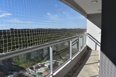 Terraza con parrillero, Edificio con servicios
