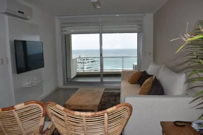Piso alto, excelente vista a la Playa Brava
