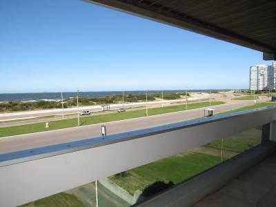 Frente al mar , amplia terraza con 138 mts propios