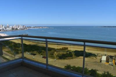 Frente al mar , piso alto buena vista , todos los servicios