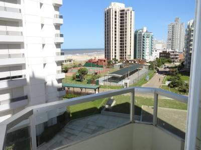A 200 mts del mar, con vista, terraza y buenos servicios