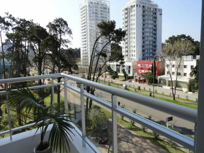 Luminoso, terraza, aire acondicionado