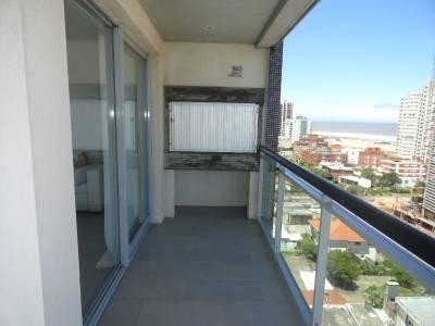 Piso alto, terraza con parrillero, buena vista a Playa Mansa