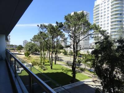 Amplia terraza, aire acondicionado en todos los ambientes
