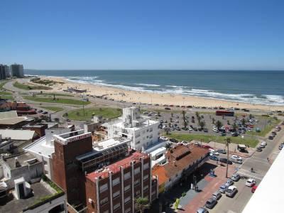 Piso alto con vista a la Playa Mansa