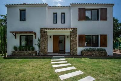 Muy linda casa en Playa Brava a 500 mts del mar