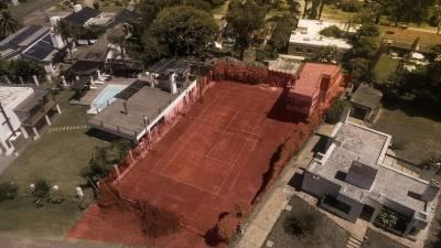 Casa en Pinares con cancha tenis