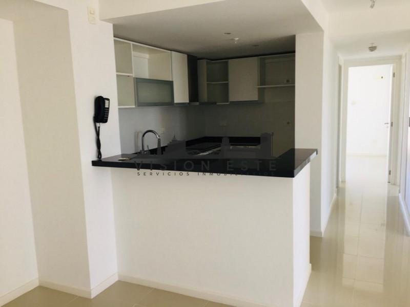 Apartamento ID.298 - Oportunidad en venta Punta del este piso alto con vista al mar