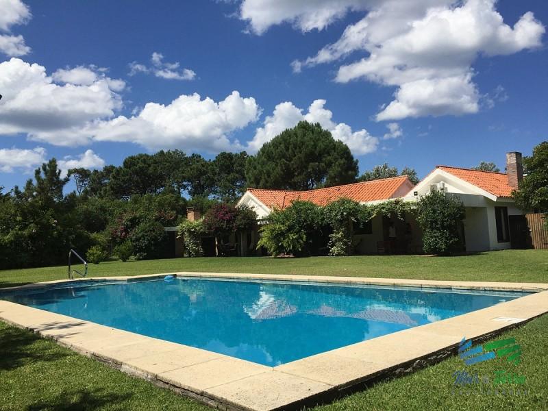 Casa en Rincón del Indio 5 dormitorios con piscina, barbacoa y parrillero