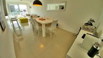 Apartamento en alquiler a metros del mar. Amplios servicios