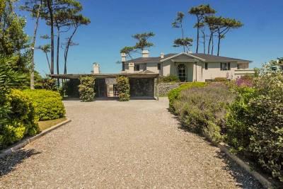 Casa en venta frente al mar, Playa Mansa 8 dormitorios