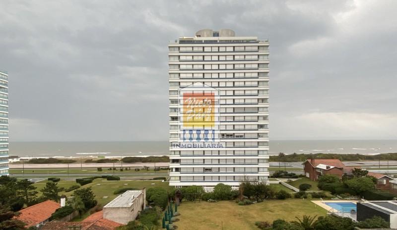 Apartamento ID.24073 - Oportunidad en 2da fila de playa brava.