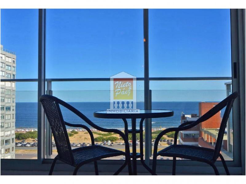 Apartamento ID.7916 - Piso alto con vista al mar, 2 dorm, 2 baños, garaje. Todos los servicios