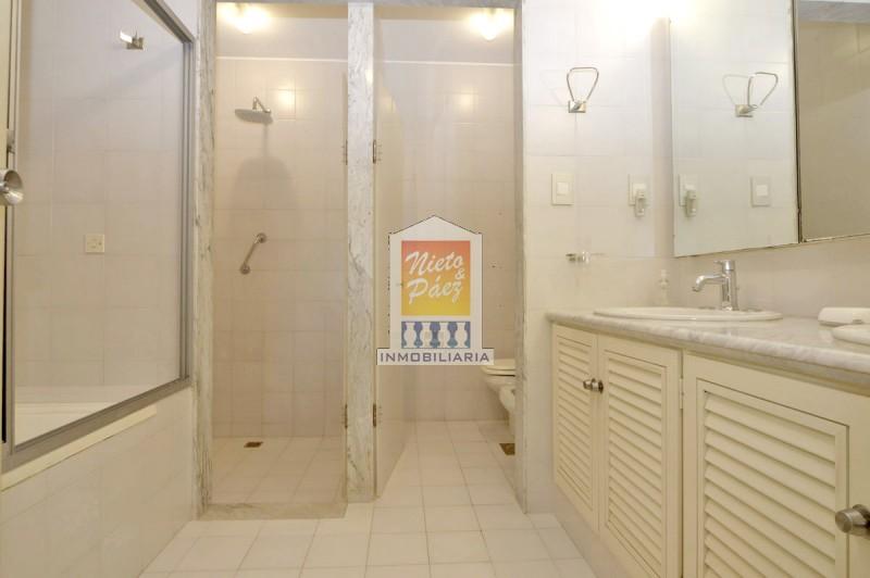 Apartamento ID.27022 - Penthouse duplex en primera fila, 2 parrilleros, garaje y cochera