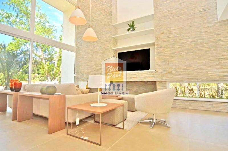 Casa ID.34527 - Playa Mansa, Barrio Privado, de lujo.