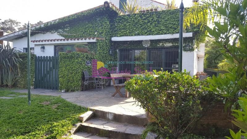 Casa Ref.66 - CASA ALQUILER COMPRA ZONA MANSA 4 DORMITORIOS 5 BAÑOS PISCINA PARRILLERO