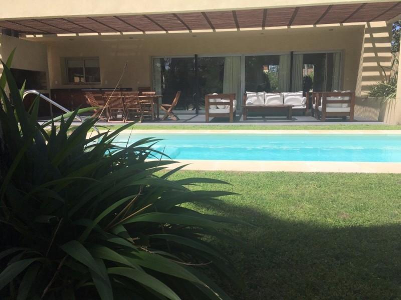 Inmobiliaria faro casa minimalista parada 15 playa mansa for Casa minimalista uy
