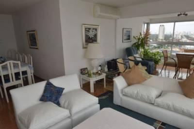 Hermoso Apartamento de 3 dormitórios mas dependencia de servicio.