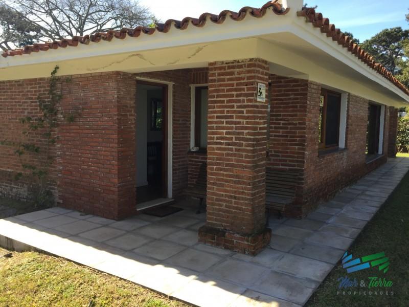 Excelente casa,muy funcional y disfrutable , muy buen entorno y privacidad.