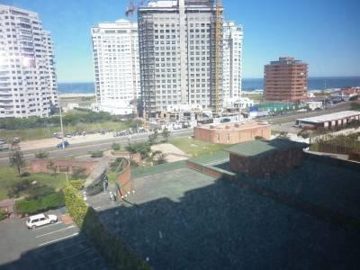 Apartamento en edificio a pasos del mar