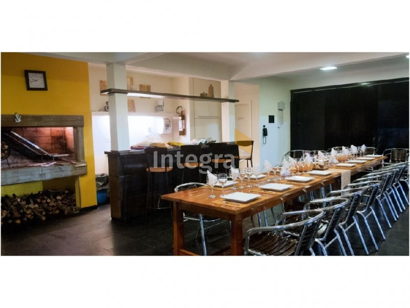 Apartamento ID.698 - 2 Dormitorios con servicios sobre Av. Chiverta