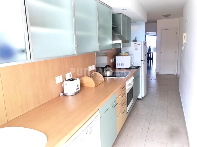 Apartamento ID.211636 - PENTHOUSE  FRENTE A PLAYA BRAVA CON AMPLIA TERRAZA AL FRENTE, PARRILLERO PROPIO, MUY BIEN AMBIENTADO Y COMPLETO DE QUIPAMIENTO.