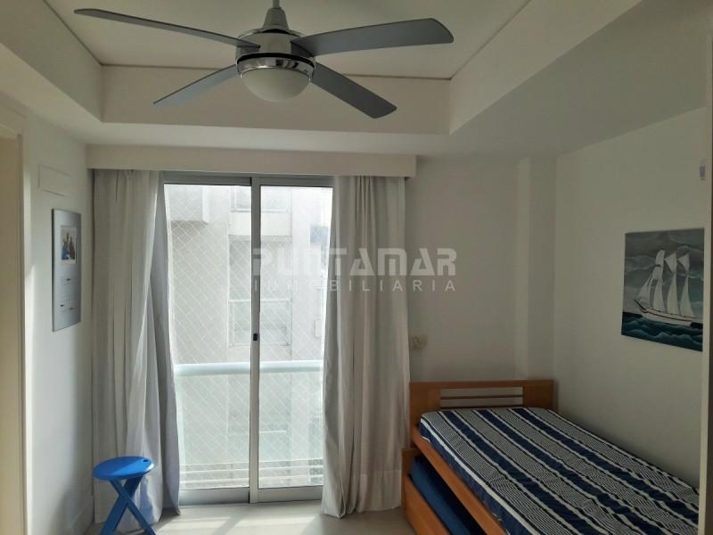 Apartamento ID.211874 - AMPLIO APARTAMENTO EN ALQUILER PARA LA TEMPORADA , SON 4 DORMITORIOS Y DEPENDENCIA DE SERVICIO FRENTE A PLAYA BRAVA , TERRAZA AL FRENTE Y PARRILLERO.